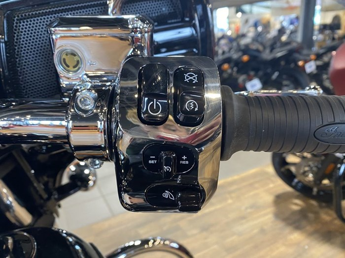 2021 Indian Motorcycle® Chieftain® Limited Thunder Black Pearl Photo 7 of 8