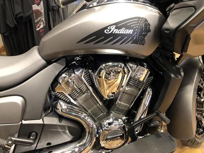 2021 Indian Motorcycle® Challenger® Titanium Metallic Photo 3 of 5