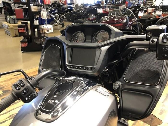 2021 Indian Motorcycle® Challenger® Titanium Metallic Photo 5 of 5