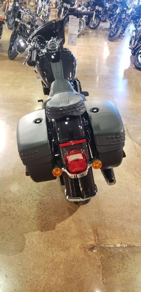 2021 Harley-Davidson FLHCS - Heritage Classic 114 Photo 8 of 9