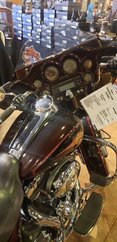 2011 Harley-Davidson FLHTC - Electra Glide® Classic Photo 5 of 7