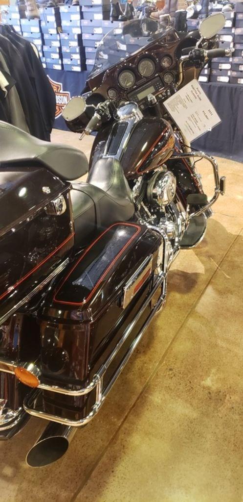2011 Harley-Davidson FLHTC - Electra Glide® Classic Photo 7 of 7
