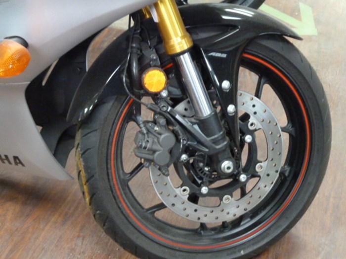 2020 Yamaha YZF-R3 Photo 2 of 6
